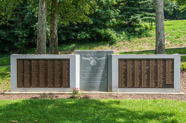 World_War_II_Veterans_Memorial.jpg