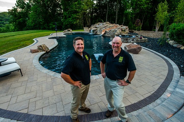 Connelly-Lawn-&-Garden-BCL-Family-Business-Photo-Sept-20.jpg