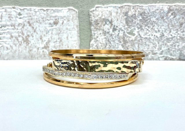 gold-and-diamond-bangles-gipprich.jpg