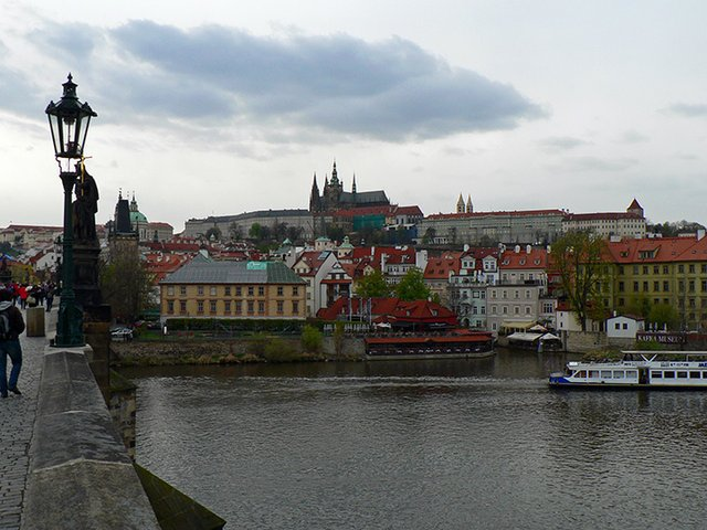 08 View of Castle from Charles Bridge.jpg.jpe