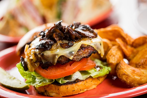 BevHillsTavern-burger.jpg.jpe
